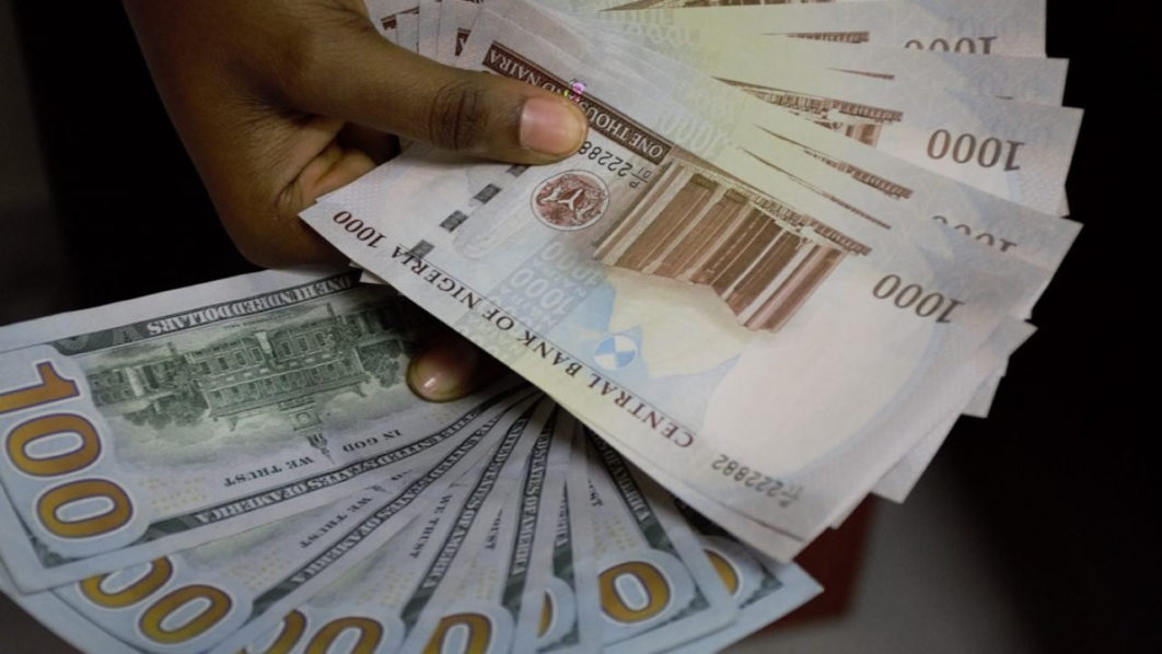 Naira Weakens Further to 517 Against Dollar